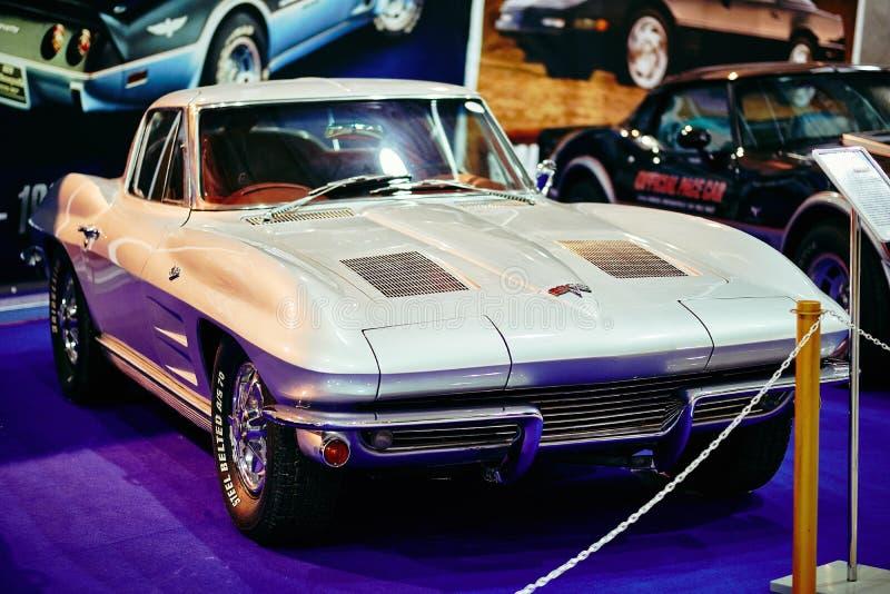 MOSKAU - 9. MÄRZ 2018: Chevrolet Corvette C2 Sting Ray 1963 an lizenzfreie stockbilder