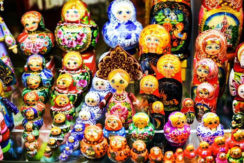 Moskau, Russia - 22 luglio 2016: Bambole russe Matreshka di incastramento fotografie stock libere da diritti