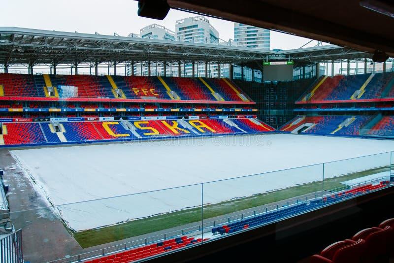 Moskau, Russische Föderation 27. Januar 2018: Fußballplatz des CSKA-Vereins im Winter umfasst mit speziellem Material, Exkursion  lizenzfreies stockfoto