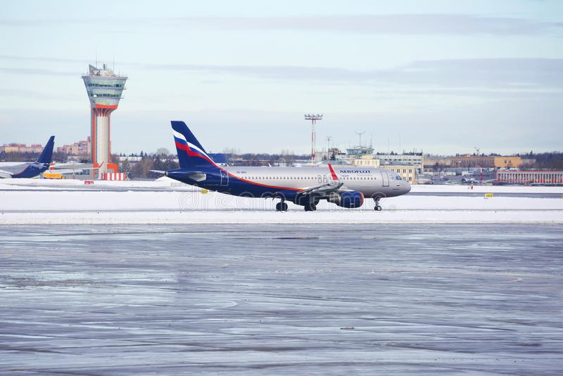 Moskau, Russland, Aeroflot-Flugzeug am Flughafen an Sheremetyevo-Flughafen im Winter stockfoto