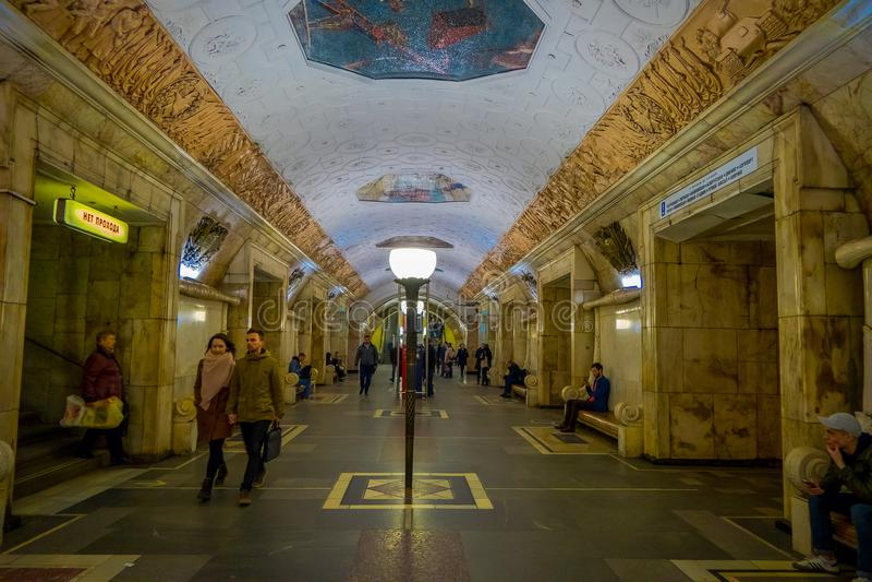 MOSKAU, RUSSLAND APRIL, 29, 2018: Innenansicht der Metrostation Belorusskaya-Metrostation ist ein großes Monument von stockfoto
