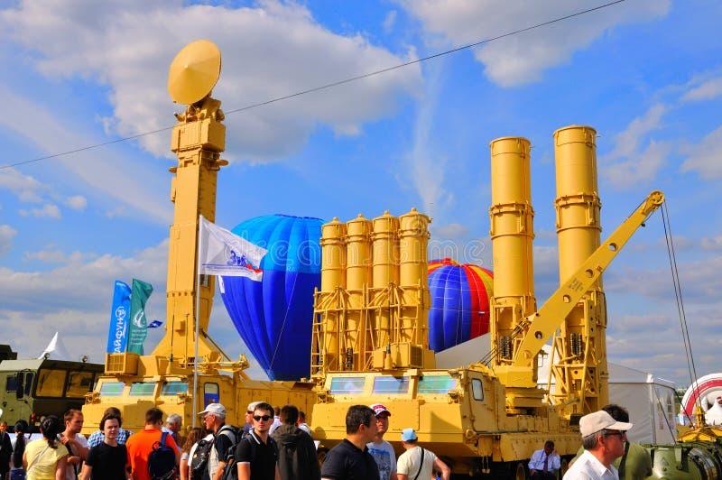 MOSKAU, RUSSLAND - AUGUST 2015: anti-ballistisches Raketensystem S-300VM stockfotos