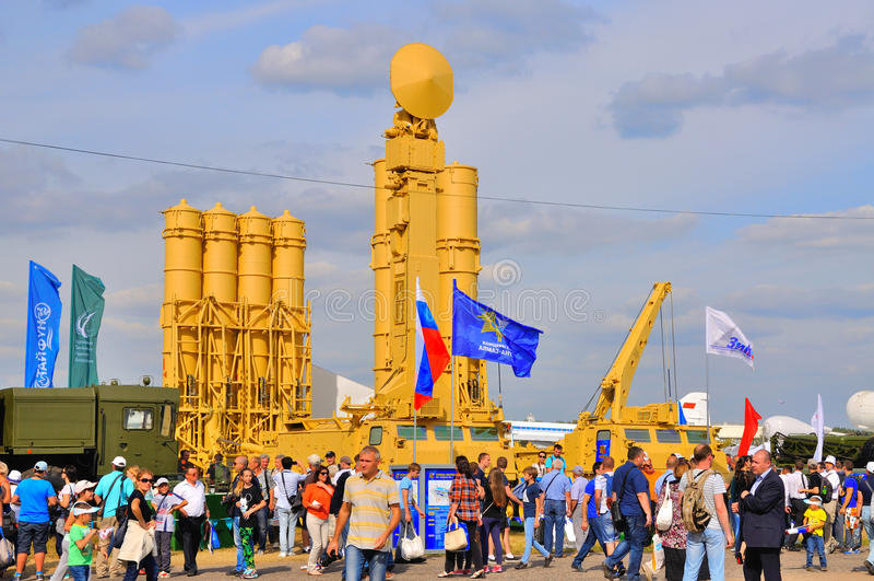 MOSKAU, RUSSLAND - AUGUST 2015: anti-ballistisches Raketensystem S-300VM lizenzfreies stockbild
