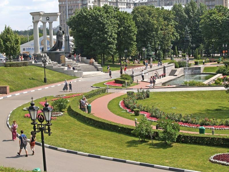 Moskau, Russland Eine Ansicht des Quadrats mit einem Monument zum Kaiser Alexander zum Befreier II lizenzfreie stockfotografie