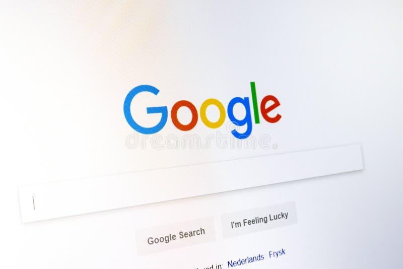 MOSKAU, RUSSLAND - 11. JANUAR 2018: Google-homepage und Cursor auf dem Schirm des Laptops stockbilder