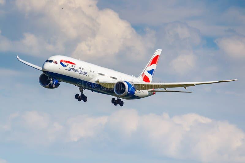 Moskau, Russland - 21. Juni 2019: Flugzeuge Boeing 787-9 Dreamliner G-ZBKS von British Airways-Landung bei Domodedovo internation lizenzfreie stockfotos