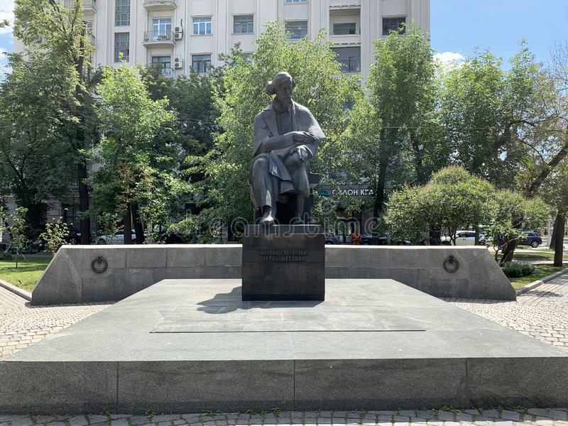Moskau, Russland, Juni, 20, 2019 Monument zu Nikolai Gavrilovich Chernyshevsky auf Pokrovka-Straße in Moskau stockbild