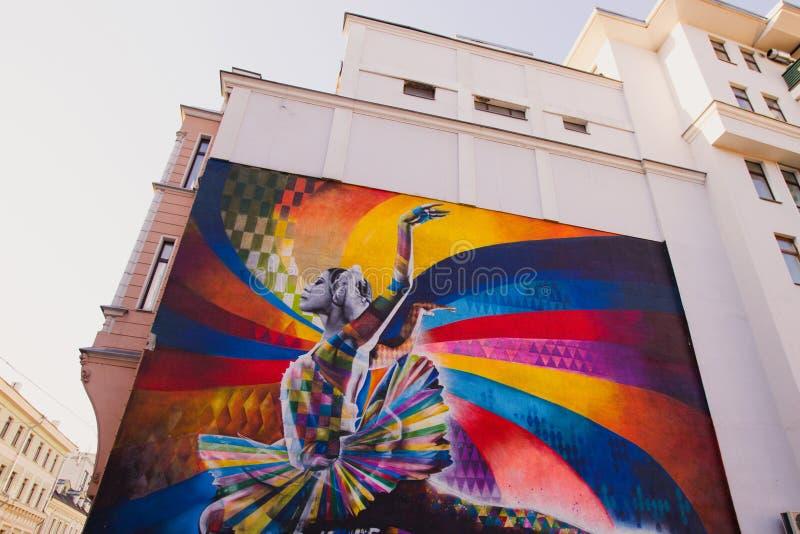 Moskau, Russland, Juni, 20, 2015 Russische Szene: Maya Plisetskaya auf dem großen Dmitrovka durch brasilianischen Künstler Eduard lizenzfreie stockfotos