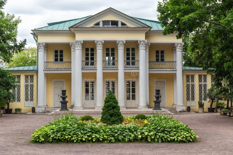 MOSKAU, RUSSLAND - 24. Juni 2018: Sommerhaus der Zählung Orlow in Neskuchny-Garten in Moskau Probe der russischen Architektur von lizenzfreie stockfotografie