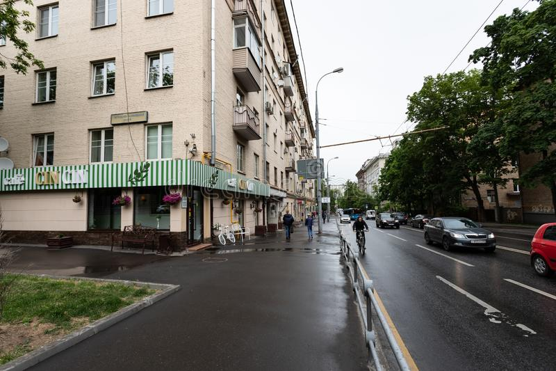 Moskau, Russland kann 25, 2019 ?bliche Moskau-Stra?e nahe Dynamo St?dtisches Alltagsleben lizenzfreie stockbilder