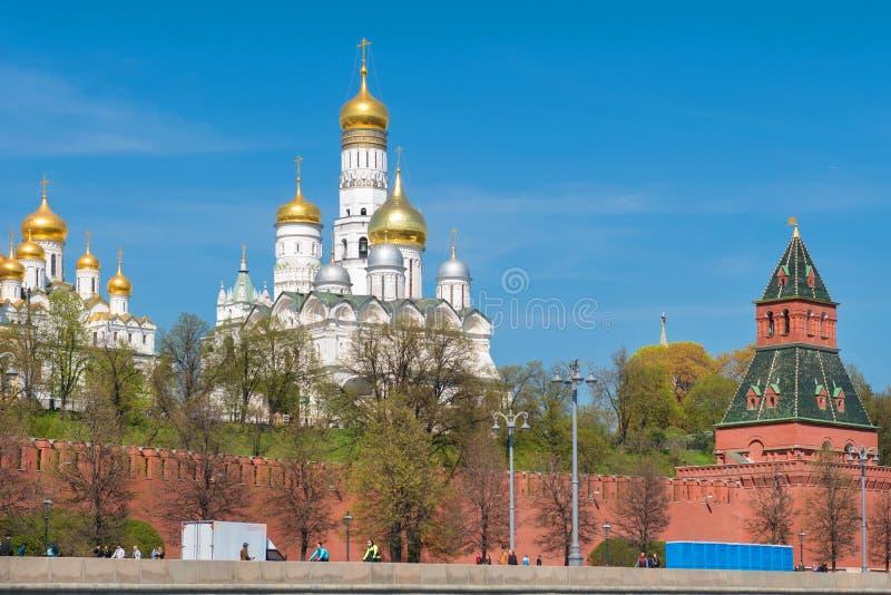 Moskau, Russland - 6. Mai 2019: Ansicht der Kathedralen auf Kathedralen-Quadrat stockfotografie