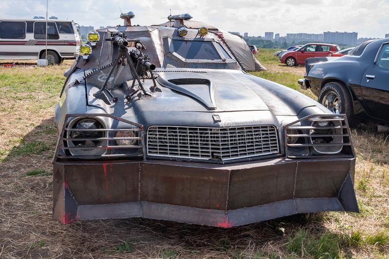 Moskau, Russland - 25. Mai 2019: Chevrolet Camaro stimmte ab und machte für Überleben mit einer Zombieapocalypse neu Gepanzert mi stockfotos