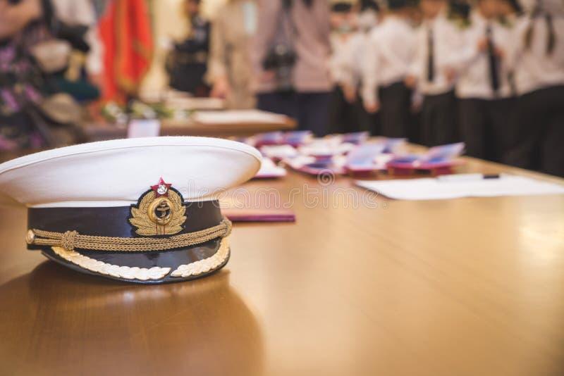 MOSKAU, RUSSLAND - 19. MAI 2013: Der Kandidat, zum an den Olympischen Spielen teilzunehmen schw?ren im Jahre 2014 Milit?reid am M stockfotografie