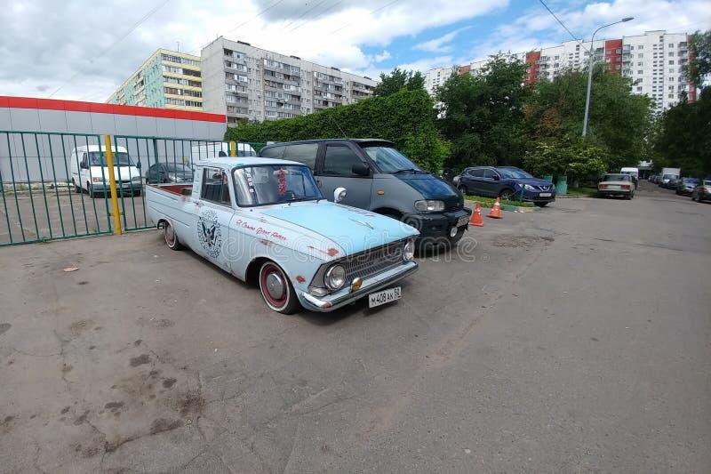 Moskau, Russland - 3. Mai 2019: IZH 2715 Retro- kundenspezifisches Auto Russische klassische Aufnahme, wieder aufgebaut und durch lizenzfreie stockfotografie