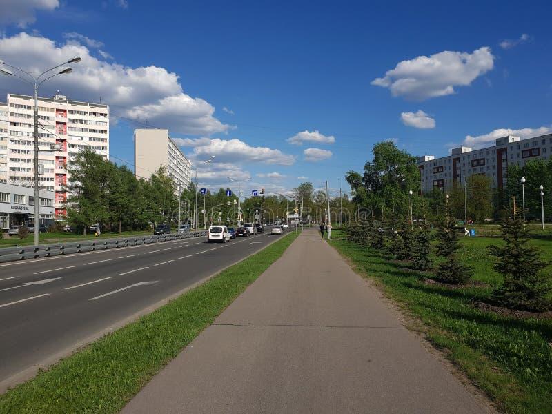 Moskau, Russland - 8. Mai 2018 Stadtbild auf Sosnovaya-Gasse in Zelenograd lizenzfreies stockbild