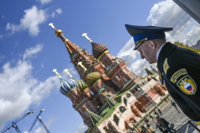 Moskau, Russland, Oktober 1, 2016: Porträt des russischen Mannes im unif lizenzfreies stockbild