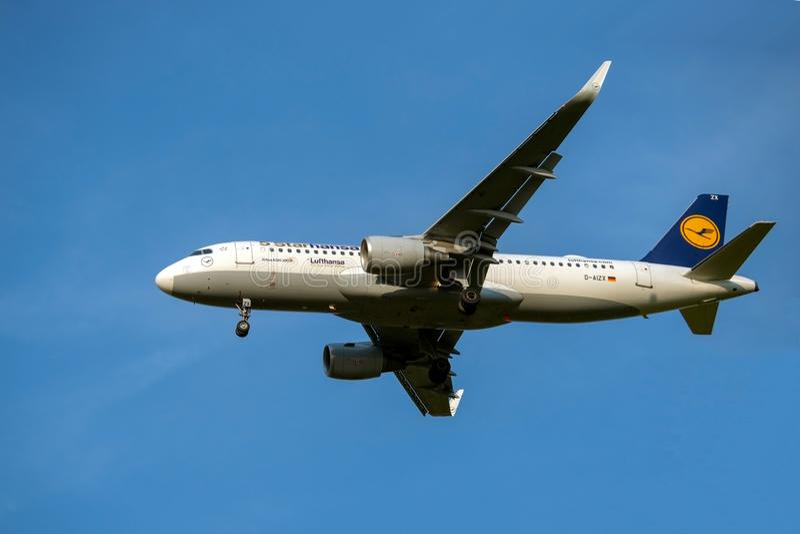 Moskau, Russland 2. September 2018: Domodedovo-Flughafen, Fluglinien Airbusses A320-200 Lufthansa planieren Länder lizenzfreie stockfotos