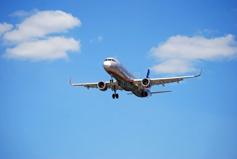 moskau Russland Sheremetyevo-Flughafen Die Fl?che landet Es gibt eine Rollbahn voran stockfoto