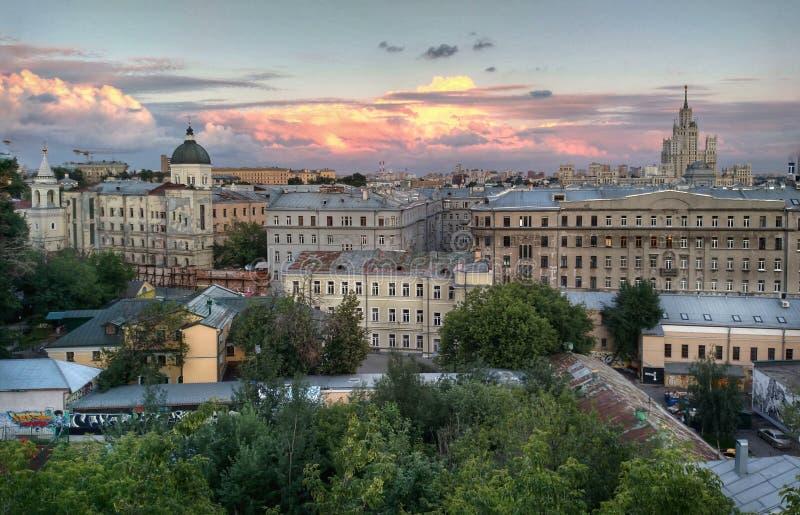 Moskau-Sonnenuntergang lizenzfreie stockbilder