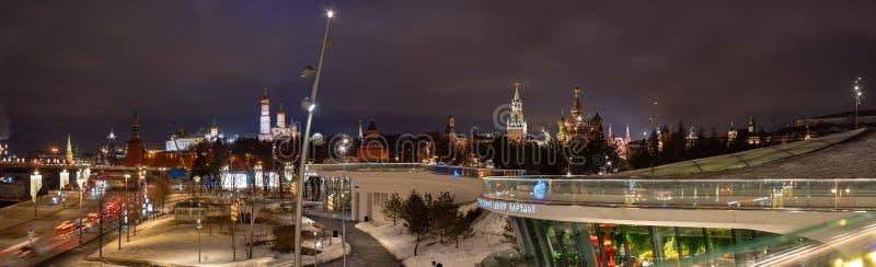 moskau Zaryadye-Park, eine Ansicht des Kremls Die Hauptanziehungskraft der Stadt Russland lizenzfreie stockfotografie