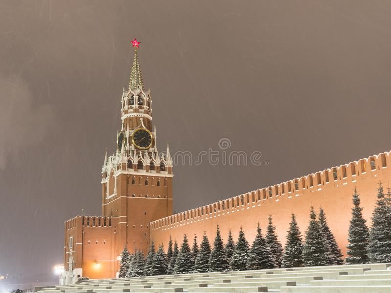 Moskauer Russische Föderation Der Moskauer Kreml bewegt sich entlang der Mauer stockfotos