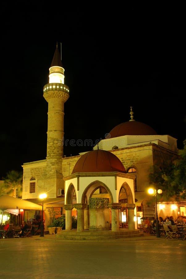 Moskee in de nacht stock fotografie
