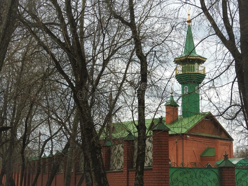 Moskee en blauwe hemel in Shchelkovo, het gebied van Moskou stock fotografie