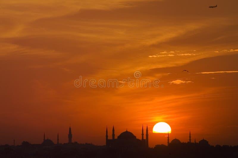 Moskee en zonsondergang royalty-vrije stock afbeeldingen
