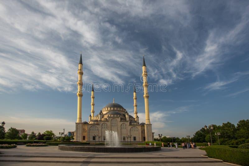 Moskee` Hart van Tchetchenië ` bij dageraad stock foto