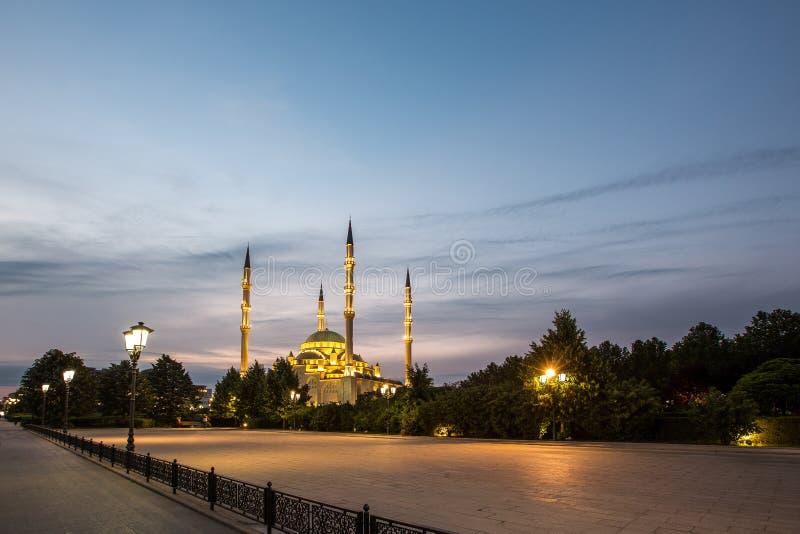 Moskee` Hart van Tchetchenië ` bij dageraad stock afbeeldingen