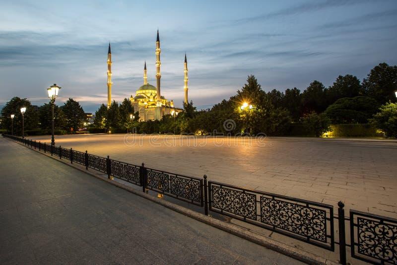 Moskee` Hart van Tchetchenië ` bij dageraad stock foto's