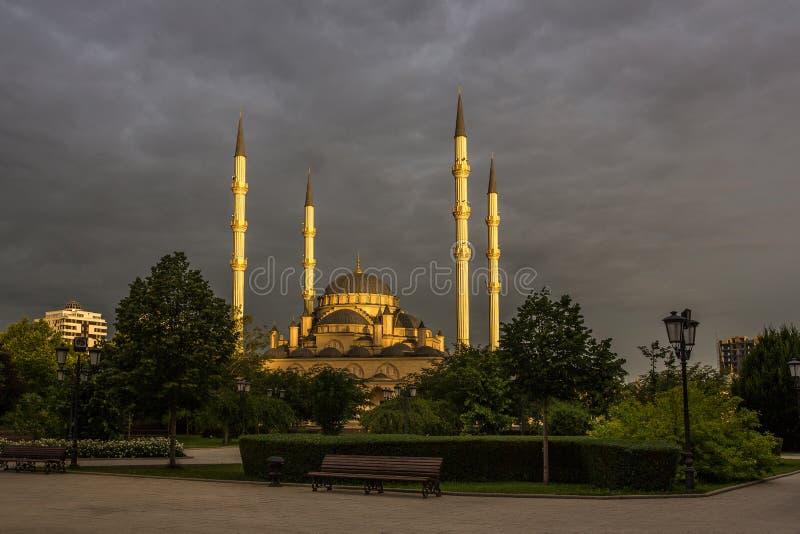 Moskee` Hart van Tchetchenië ` bij dageraad stock afbeelding