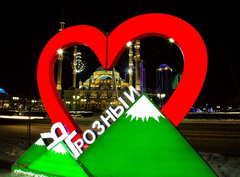 Moskee het Hart van de stad van Tchetchenië en van Grozny bij nacht royalty-vrije stock afbeelding