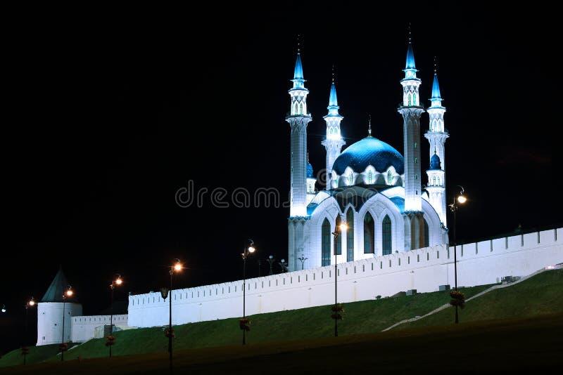 Moskee kul-Sharif in Kazan het Kremlin bij nacht stock afbeelding