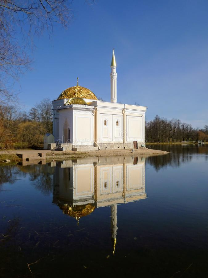 Moskee over het water royalty-vrije stock afbeeldingen
