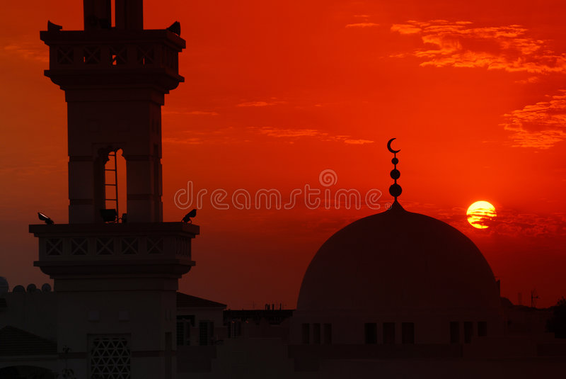 Moskee in zonsondergang stock afbeelding