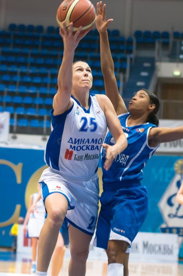 MOSKOU - APRIL 1: De Dynamo Svetlana Abrosimova van de aanvaller (25) royalty-vrije stock afbeelding