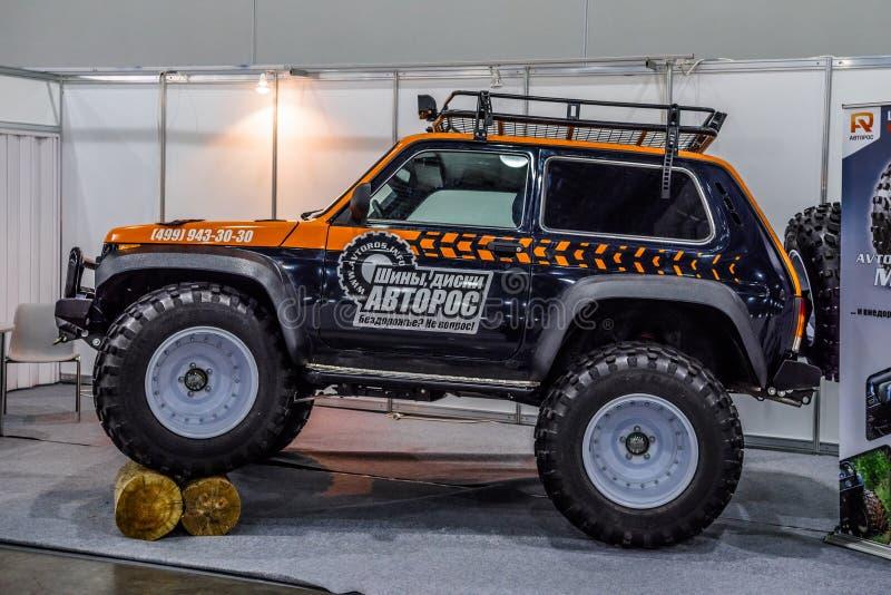 MOSKOU - AUGUSTUS 2016: Het monstervrachtwagen van LADA VAZ 2121 4x4 in MIAS Moscow International Automobile Salon op 20 Augustus royalty-vrije stock foto's