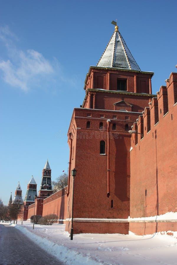 Moskou. De muur van het Kremlin. De toren van Petrovskiy. stock afbeeldingen