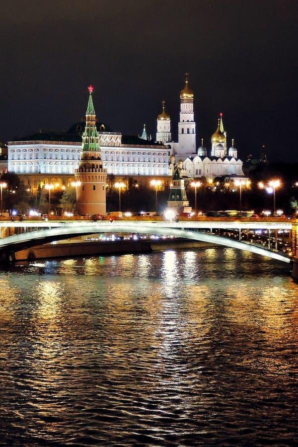 Moskou het Kremlin bij nacht Kleurenfoto stock fotografie