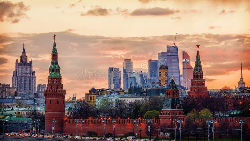 Moskou het Kremlin bij zonsondergang, Rusland royalty-vrije stock foto's