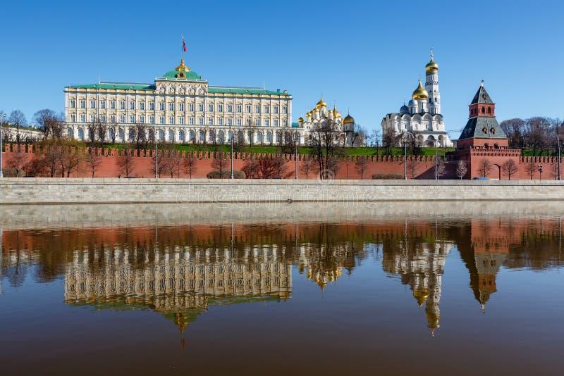 Moskou het Kremlin en Ivan de Grote Klokketoren stock foto's