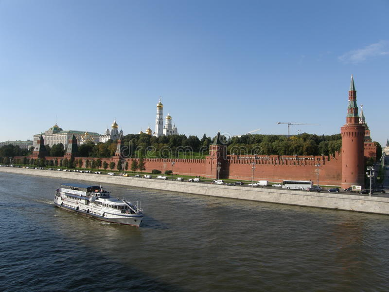 Moskou het Kremlin, mening van Grote Moskvoretsky-Brug royalty-vrije stock afbeeldingen