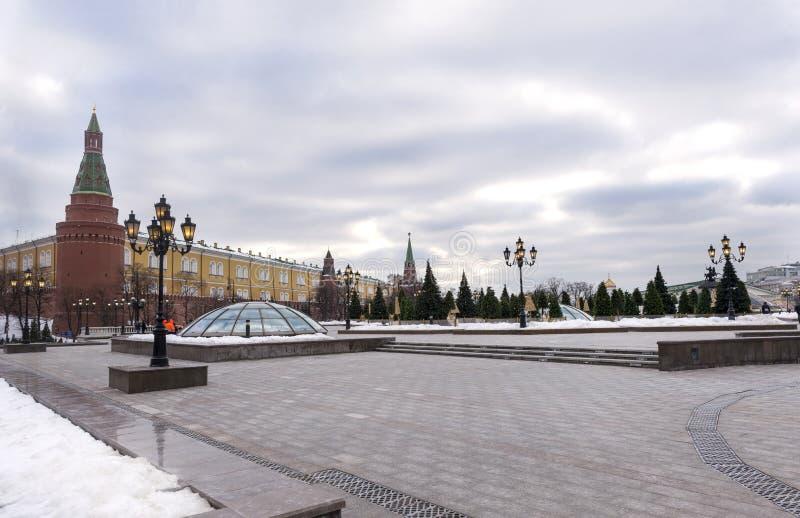 Moskou, het Kremlin, muur, torens, lichten, mening van Moskou stock foto