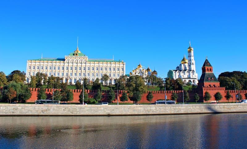 Moskou het Kremlin op een zonnige dag royalty-vrije stock afbeeldingen
