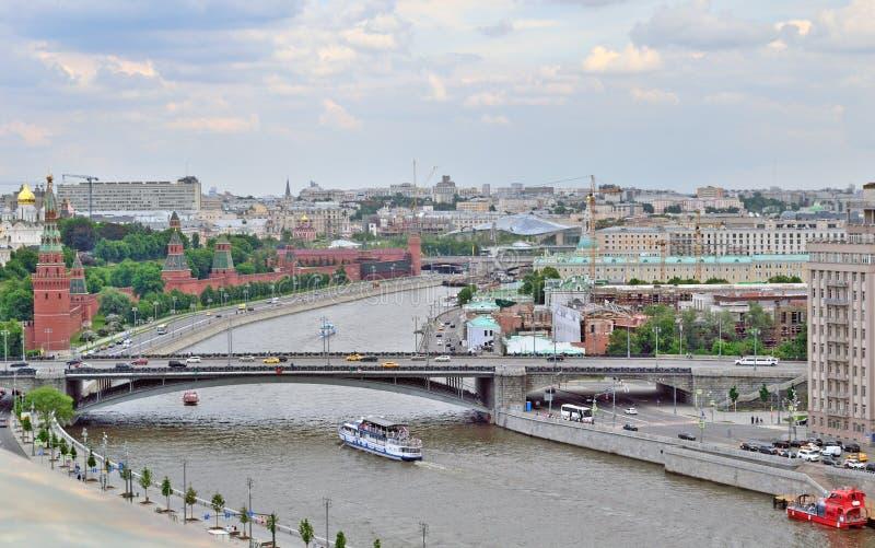 Moskou het Kremlin in Moskou, Rusland, de kust van de dijk van het Kremlin, hoogste mening stock afbeelding