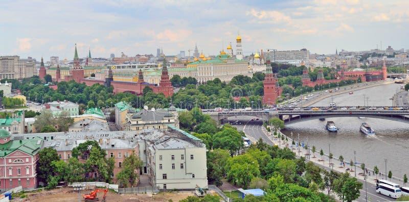 Moskou het Kremlin in Moskou, Rusland, de kust van de dijk van het Kremlin, hoogste mening royalty-vrije stock foto