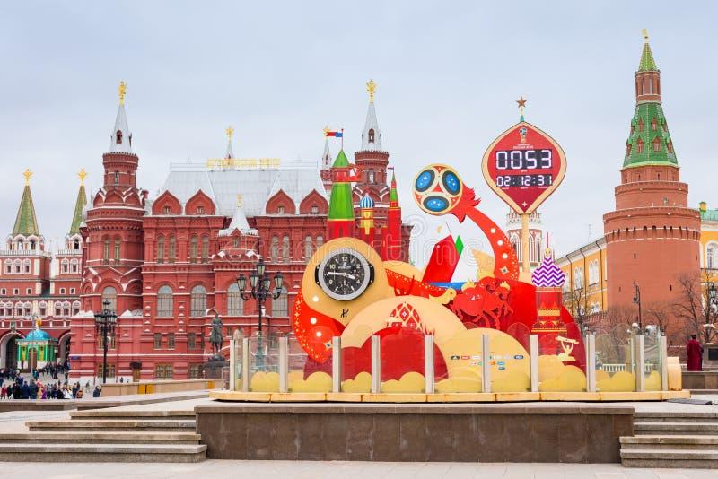 Moskou, Rusland 22 april, 2018 Aftelprocedureklok voor de Wereldbeker 2018 van FIFA bij het Manege-Vierkant in Moskou stock fotografie