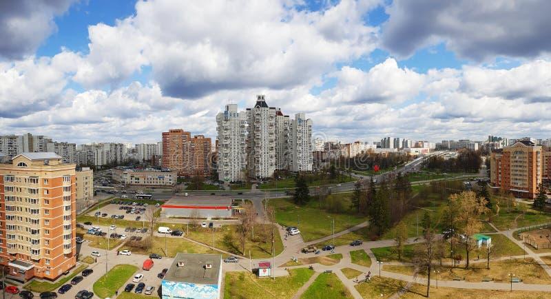 Moskou, Rusland - April 29 2018 mening van slaapgebied in het administratieve district van Zelenograd stock foto