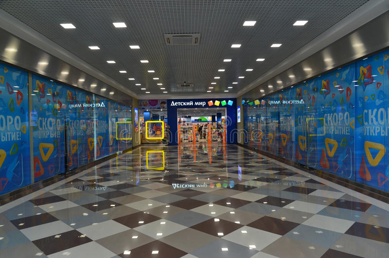 Moskou, 24 Rusland-April 2016 Netwerkopslag - de Wereld van Kinderen in Zelenograd royalty-vrije stock foto